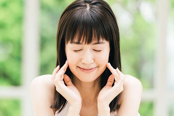 スマホで顔がたるみ、二重あごになる?老け顔になるのを防ぐ改善法