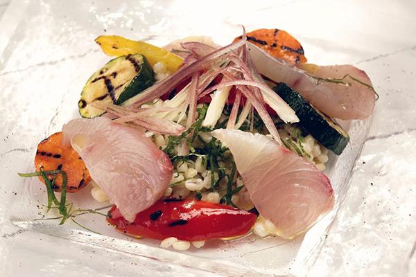 プチプチ大麦の食感が楽しい!旬の魚と夏野菜サラダ