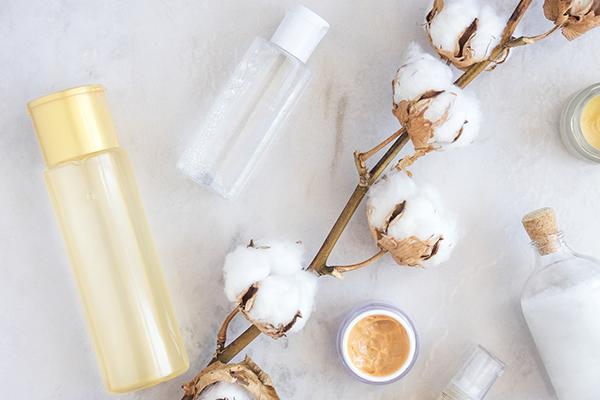 化粧水はコットンと手のどっちで付けるのがいい?正しいパッティングの方法