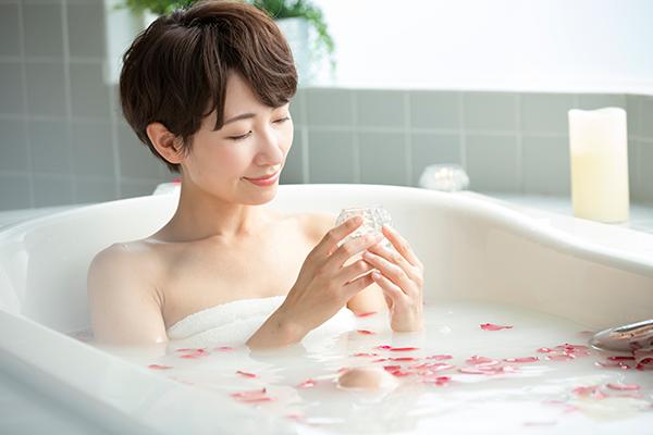 リラックスできるお風呂の過ごし方|充実したバスタイムにするには?