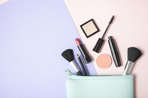化粧品の使用期限は何カ月?安心して使い続ける方法と保管場所