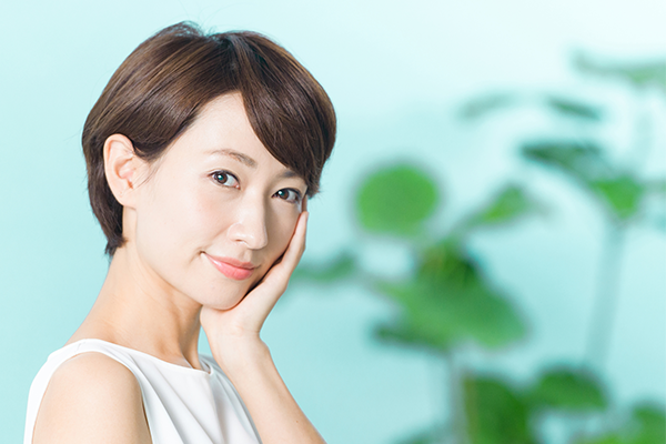 ヒアルロン酸のはたらきと効果|潤いに満ちたプルプルの美肌へ