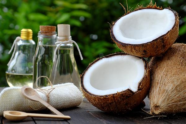 ココナッツオイルが美肌をつくる!効能・効果と購入時のポイント