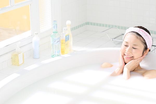 お風呂でアロマバスを楽しむ方法|おすすめのオイルと正しい使い方