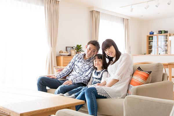 【リビングの収納アイデア集】家族のくつろぎ空間をすっきりきれいに