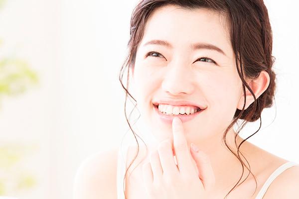 唇の乾燥を防ぐ効果的なリップケアの方法|潤いのある唇を保つには?