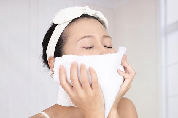 蒸しタオル洗顔で毛穴に詰まった角栓を除去!毛穴の奥まできれいに