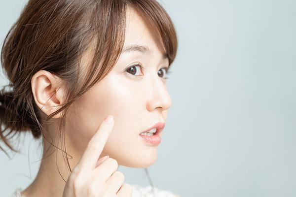 オイリー肌(脂性肌)の原因と対処法|ケアの仕方から生活改善まで