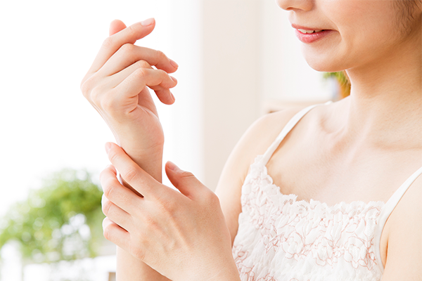 これって腱鞘炎!?手首や指の痛みをやわらげる方法を教えて!