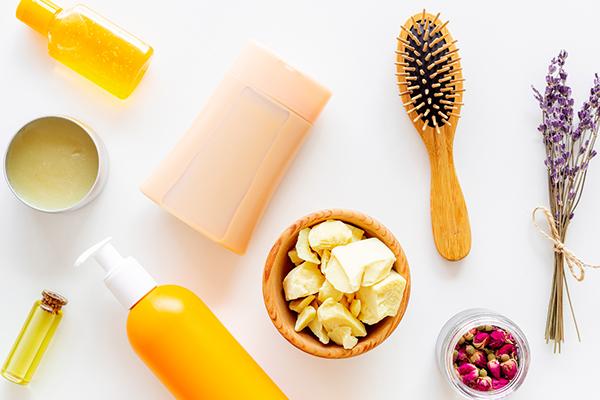 髪の毛の潤いを保つヘアケアの方法|簡単にできて髪しっとり艶やかに